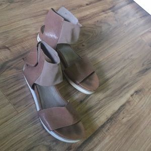 Shoes - Eileen Fisher sandals
